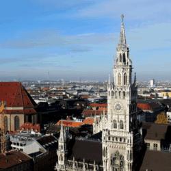 Aussicht vom Alten Peter auf das Rathaus und die Frauenkirche